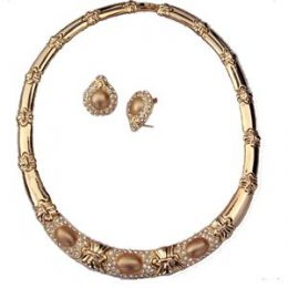 Mid-Century Diamond Accented Gold Collar Necklace and Earrings Set